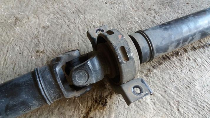 Avanza berdengun karena center bearing rusak atau bearing roda